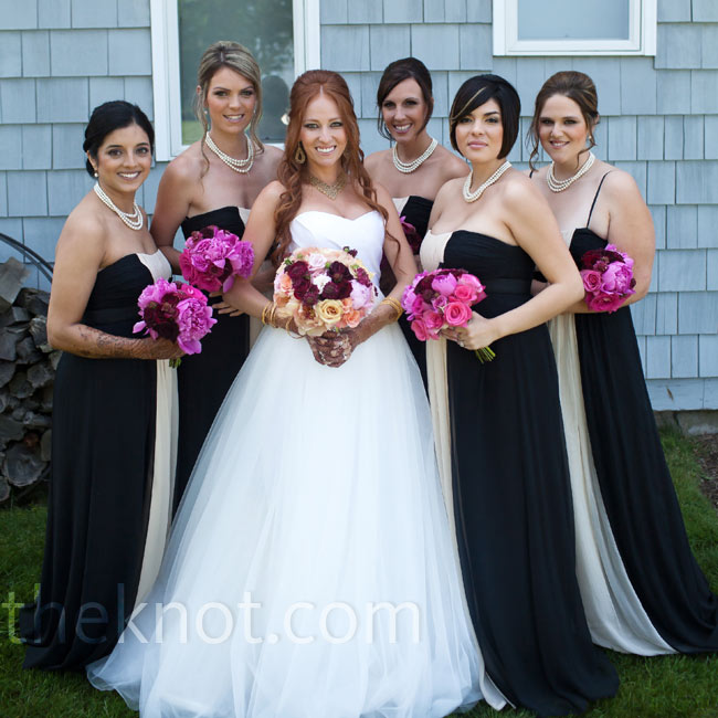 Elizabeth gifted her five bridesmaids their complete look -- dress and jewelry.