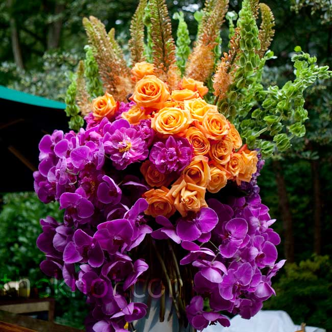 Monochromatic clusters of flowers incorporated a more modern approach to the multicolored arrangements.