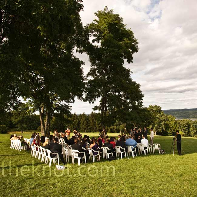 Lea and Marc would have liked a California vineyard wedding but instead found a similar atmosphere a little closer to home at this Hudson Valley winery.