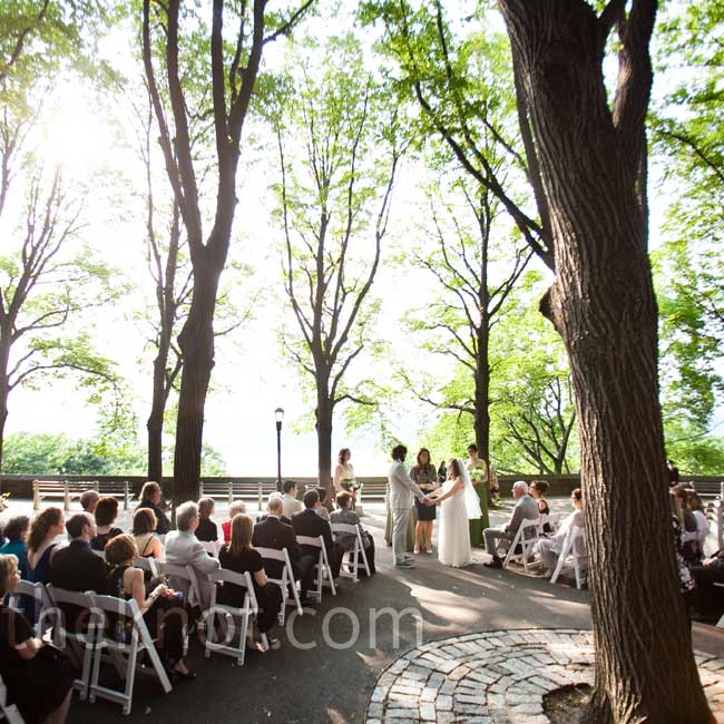 The quiet outdoor ceremony on Linden Terrace in Fort Tryon Park needed only guest chairs and an acoustic guitar.