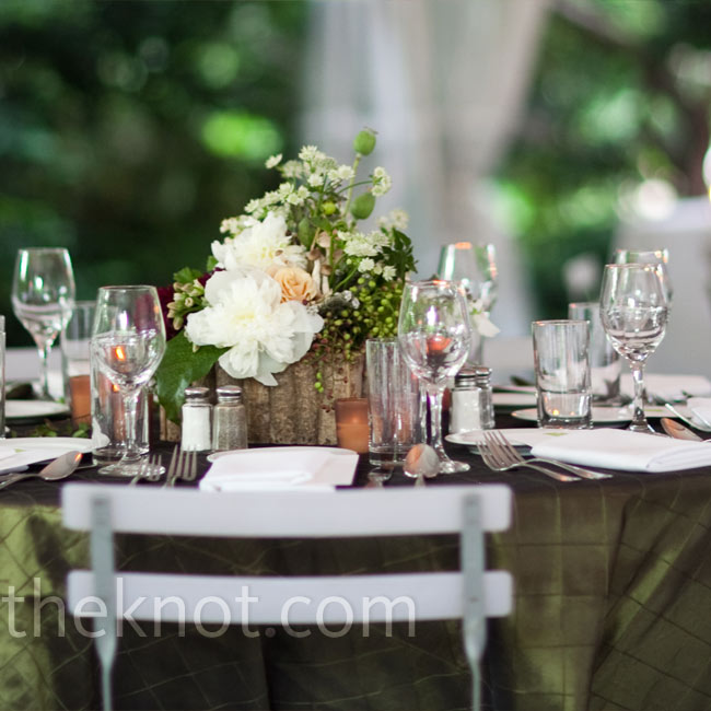 Moss green linens and low floral arrangements complemented the tented outdoor space.
