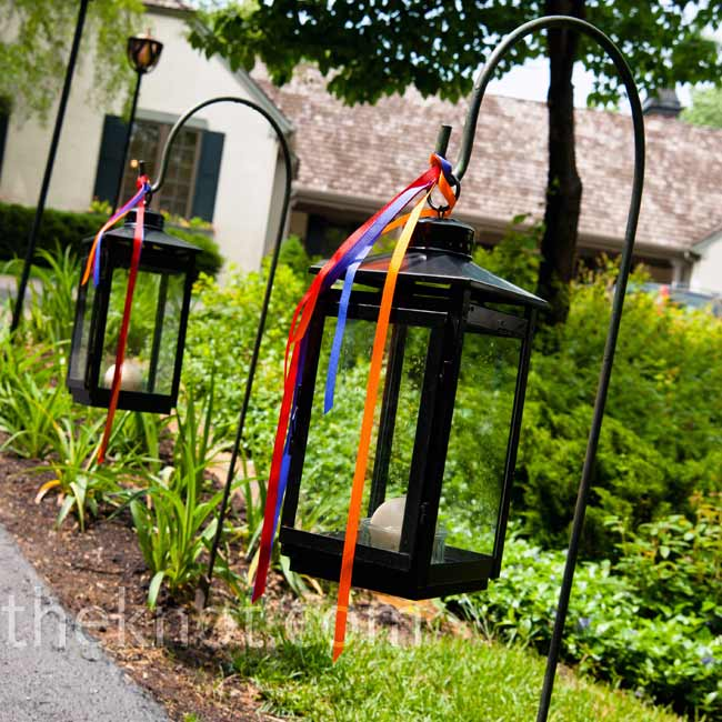 Lanterns hanging from shepherd's hooks along the walkway were adorned with a simple stream of red, orange, green and purple ribbons.