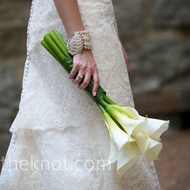 A green leaf bound together Sarah's bouquet of sleek white calla lilies.