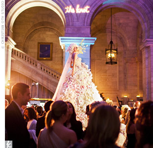 The Bride in Bloom installation took 200 man-hours to complete, consisted of 5,500 flowers (white calla lilies, white hydrangeas, white Eskimo roses, pink Rosita Vendela roses, phalaenopsis orchids, and gardenias), and stood 11 feet tall and 4 feet in diameter!