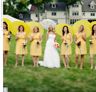 The bridesmaids wore yellow dresses from Anthropologie and kept their hair down for a relaxed look.