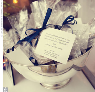 Guests left with homemade cookies packaged with thank-you notes.
