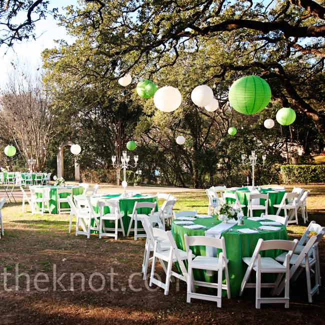 Green and white lanterns hung above the tables, while green linens and white runners completed the look.