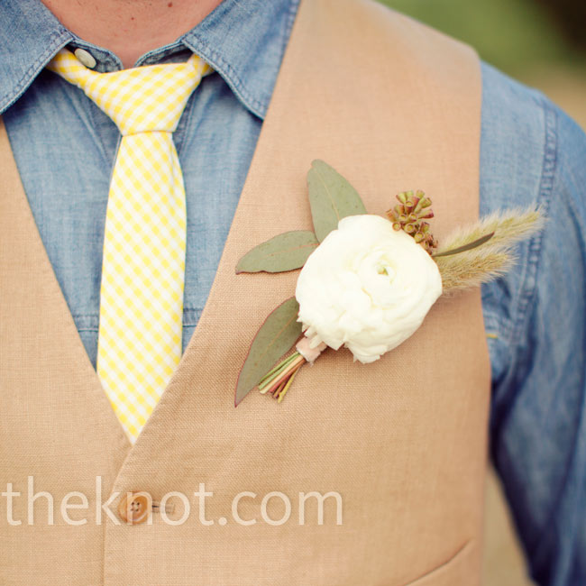 Ben wore a simple bout made up of baby's breath, seeded eucalyptus and a white ranunculus.