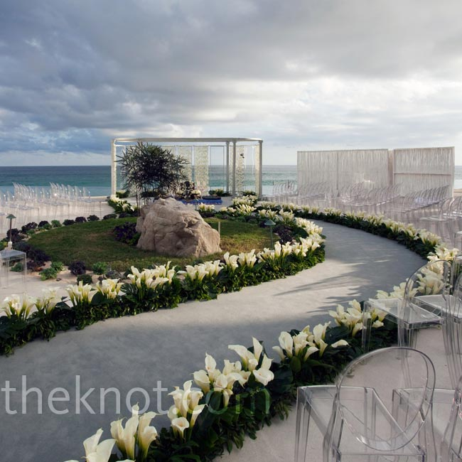 For this wedding in Los Cabos, Mexico, Colin wanted to create the idea of a floating ceremony. Within an infinity pool, he fashioned a serpentine-like aisle, lined with calla lilies and surrounded by clear ghost chairs.