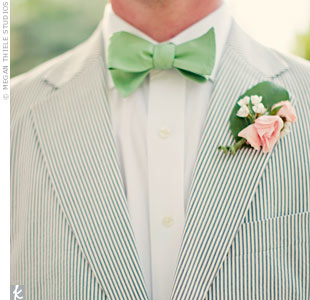 Dave wore a green bow tie and a pink rose boutonniere that had a fresh garden look.