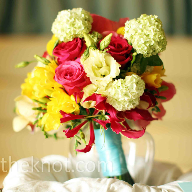 Beth carried a pink, yellow and green mix of garden roses, tea roses, daisies, orchids, peonies and hydrangeas.