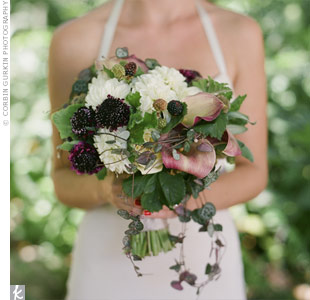 Jessica carried a bouquet with lots of texture. The blooms included garden roses, dahlias, sweet peas, astilbes, scabiosa pods and raspberries on the vine.