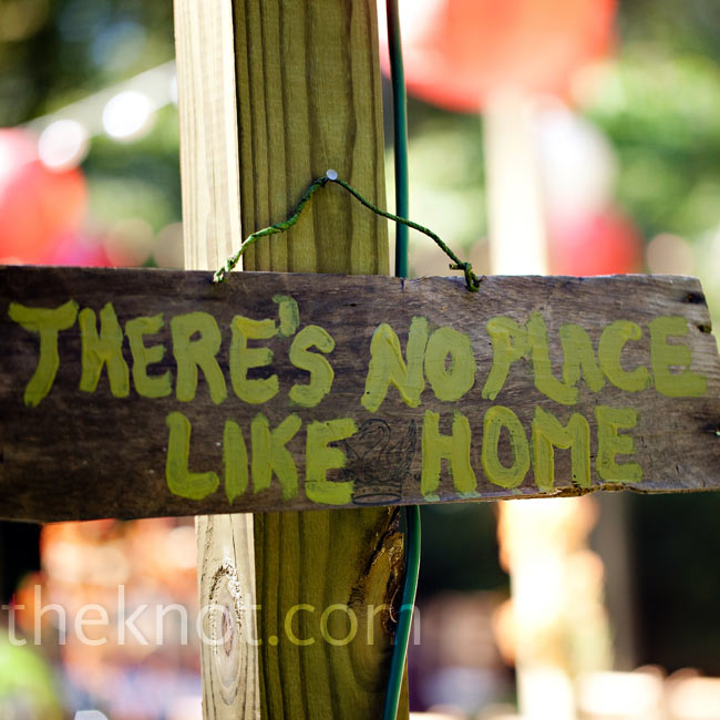 "A sign reading ""There's no place like home,"" welcomed guests to the bride's family home—a nod to one of her favorite childhood movies."