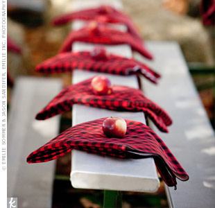 Benches lined with checked-plaid blankets served as optional ceremony seating.