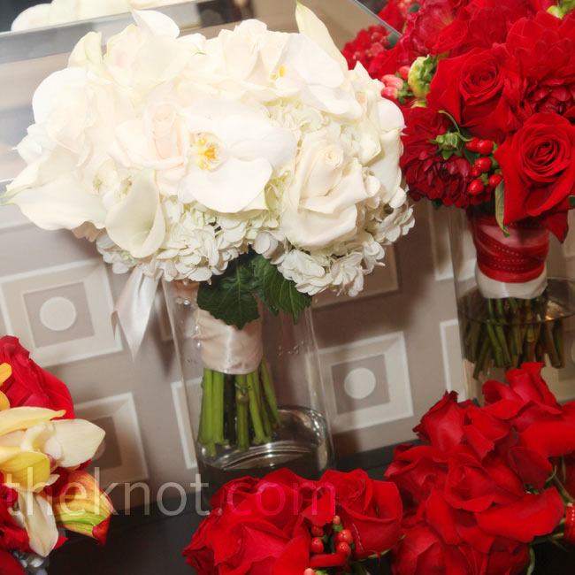 Carissa carried a white bouquet for the ceremony and switched to a red one for the couple's grand entrance to the reception.