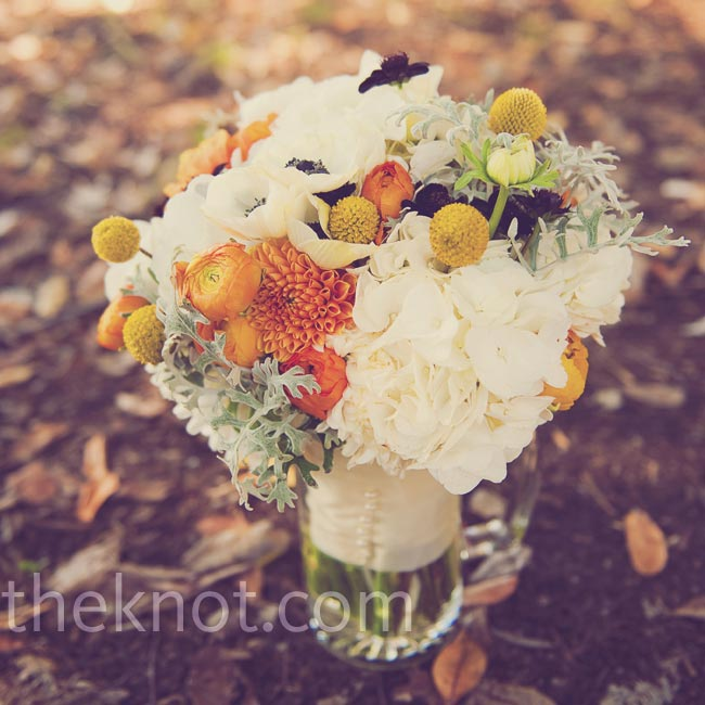 Lesley's organic-looking bouquet was made up of hydrangeas, craspedia, ranunculus, dahlias, garden roses and greens.