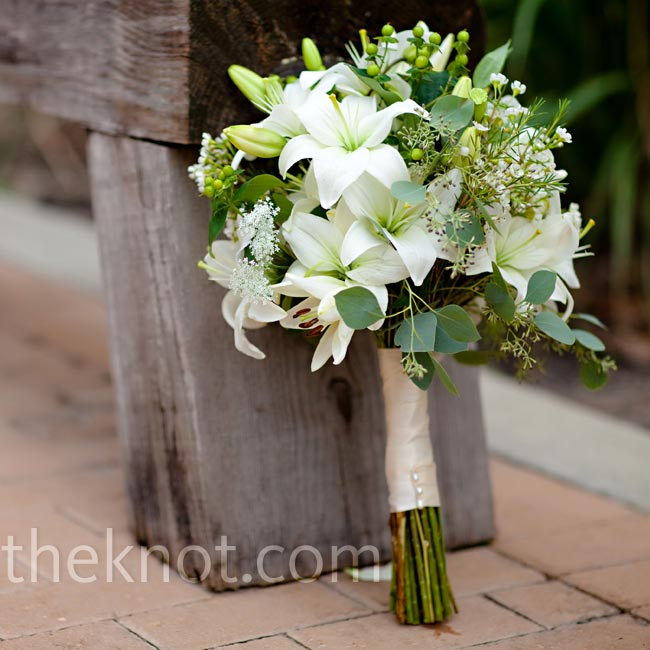 Asiatic lilies, hypericum berries and ivory lisianthus made up Brittany's non-stuffy wedding bouquet.