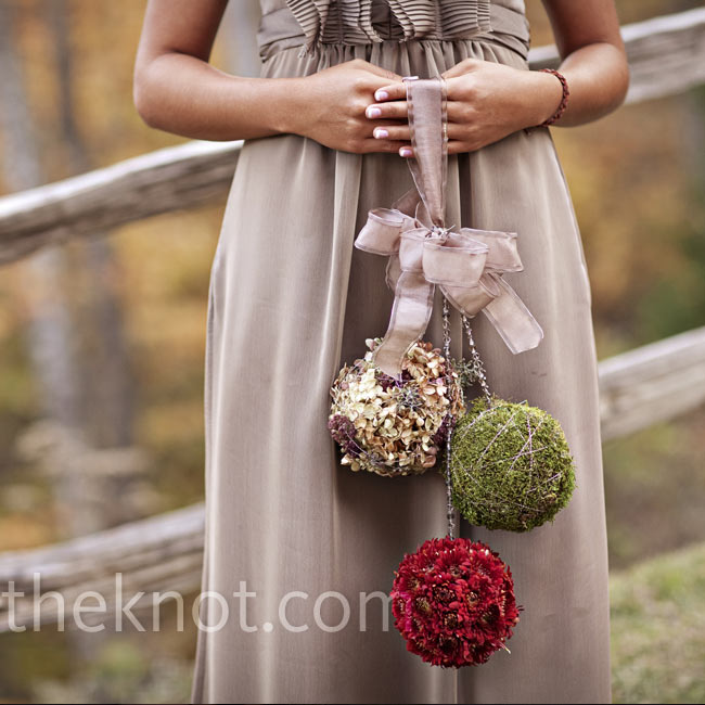 The bridesmaids carried three-tiered organic, moss and floral pomanders that blended perfectly with the autumn setting.