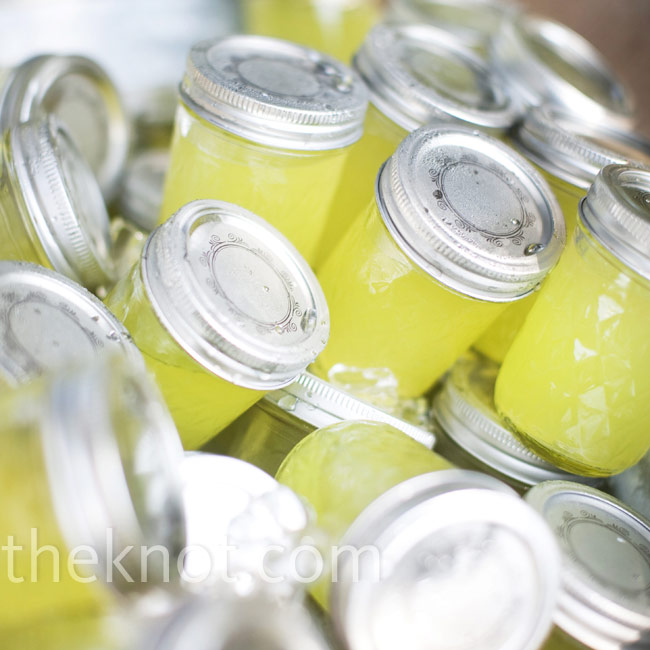 To keep their guests cool, the couple served icy lemonade in Mason jars during the wedding ceremony.