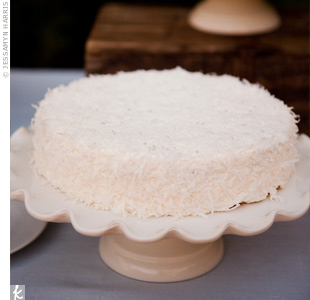 For a more casual and homemade feel than a traditional cake, the couple served four small cakes.