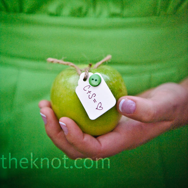 Some Granny Smith apples were tagged with the couple's initials and mini green buttons.