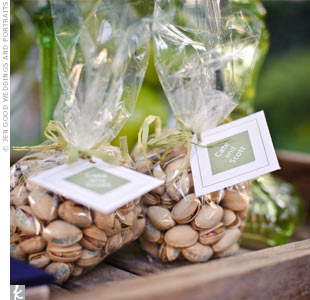 As a nod to their hometown of Visalia, Cate and Scott packaged pistachios and set them out for guests to take home as party favors.