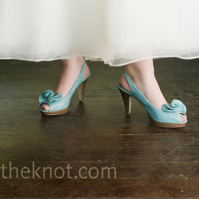 Karli paired her tea-length dress with bright-teal heels.