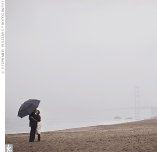 Despite the rain, the couple posed for photos on the beach, with the bridge as an iconic backdrop.