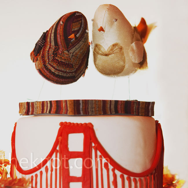 For the cutting ceremony, they ordered a small cake decorated with the Golden Gate Bridge and topped with lovebirds.