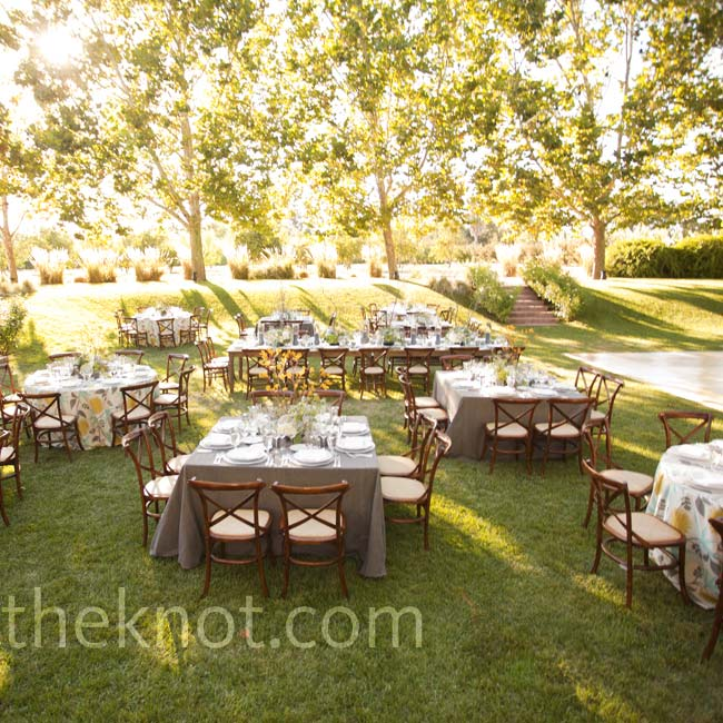 A mix of square and round tables topped with either patterned or solid linens gave the outdoor reception a mix-and-match, dinner-at-home atmosphere.