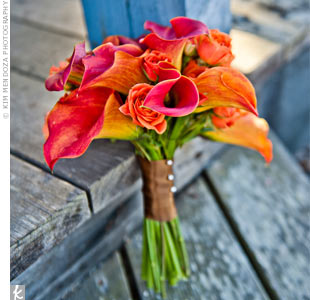 Larissa's matron of honor (her sister) carried a simple but bright bouquet of orange calla lilies and roses.