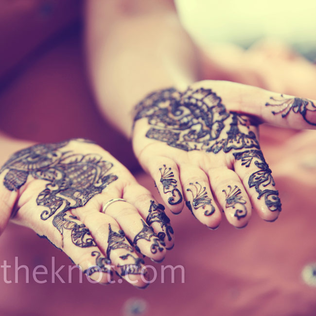 "Henna (or ""mehndi"") tattoos were painted on Avrita's hands for the Sikh ceremony. The artist hid Avonté's name in the design on Avrita's ring finger."