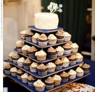 Danielle and Justin cut into a single-tiered, ivory fondant cake that topped a tower of delicious chocolate and caramel apple cupcakes.