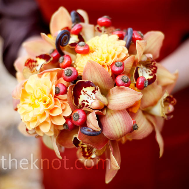 The fall-inspired bouquets of berries, dahlias and orchids matched Teresa's.