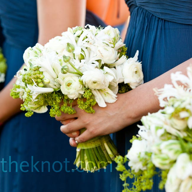 These loosely tied bouquets of ranunculus, arabicum and mini star nerine lilies had a simple, low-key look.