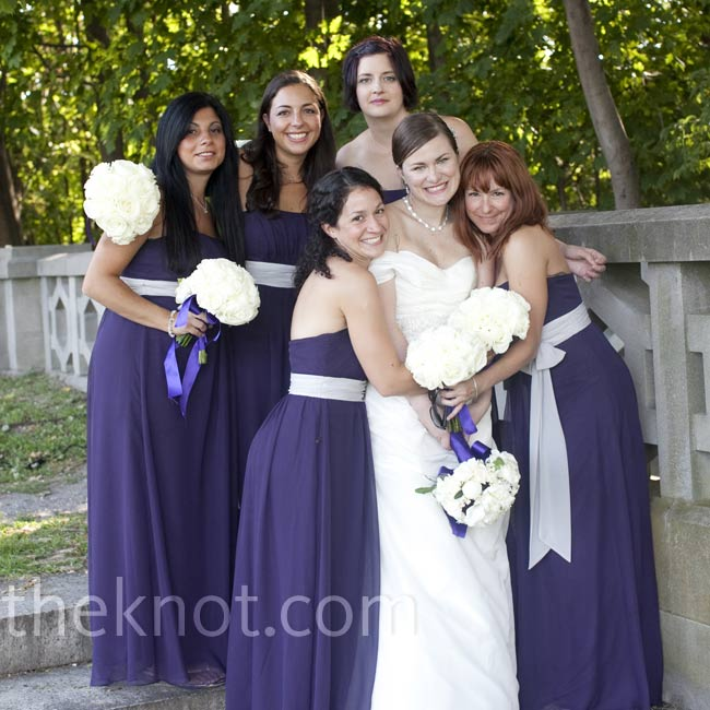Jodi chose Empire-waist dresses to keep her bridesmaids comfortable.