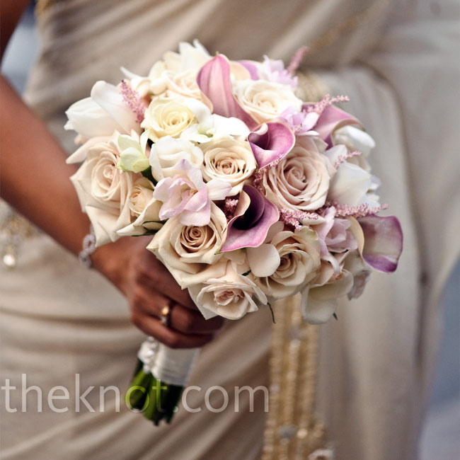 For a classic look, Mirna held ivory and blush roses and pale-pink calla lilies.