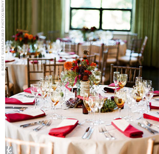 Orange napkins popped against taupe table linens, while amber-tinted water glasses added a nice touch.