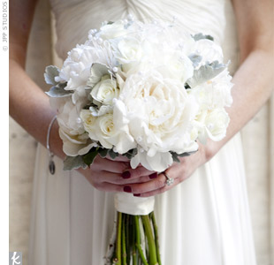 Robin carried an all-white bouquet of roses.