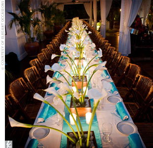 This tablescape gave off a cool, modern vibe thanks to its clean calla lily centerpieces and pops of vibrant turquoise.
