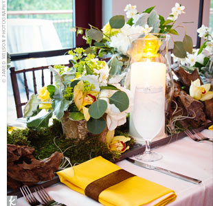 For a wild, natural look, a mix of flowers, leaves, moss and polished wood was placed on long trays on the banquet tables.
