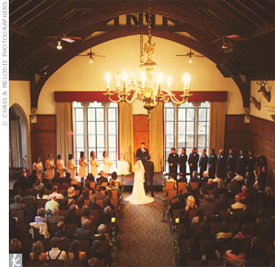 The couple exchanged vows at the Glen Eyrie Castle which they chose for its romantic atmosphere.
