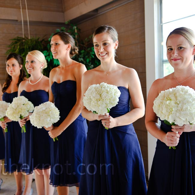 Jill made sure her bridesmaids were cool and comfortable by choosing knee-length dresses in navy blue crinkle chiffon with ruched accents.