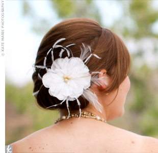 A feather flower pinned to the side of Katie's twisted updo accented her natural but chic style.