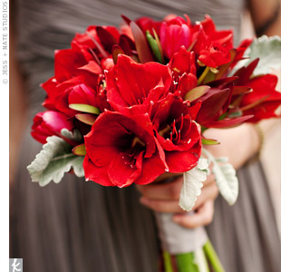 All red bouquets stood out against the bridesmaid dresses and helped pull together the color palette.