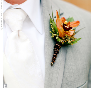 All of the boutonnieres and bouquets were wrapped with copper wire for an industrial-modern look.