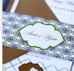 A patterned belly band held together the navy-blue and burnt-orange invitations.