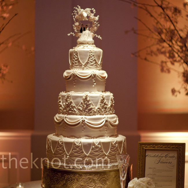 The intricate design of the cake incorporated elements from the architecture of the Ponte Vecchio, where the couple had their first kiss, and the Eiffel Tower, where Chris proposed.