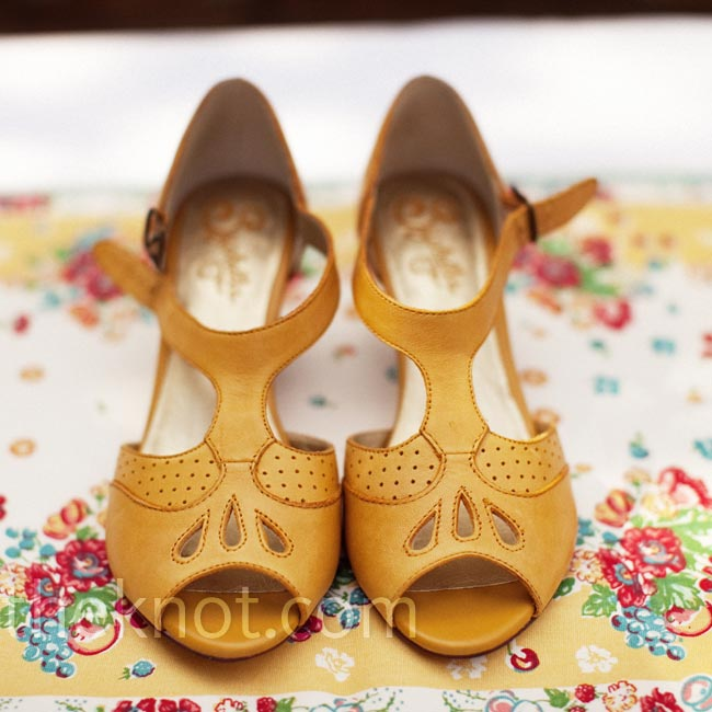 These low, yellow peep-toe shoes were perfect for a garden wedding.