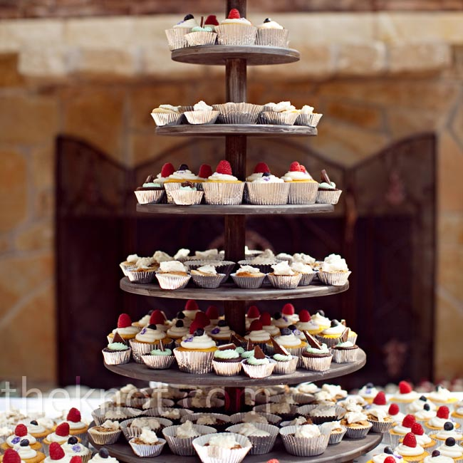 In lieu of cake, cupcakes and individual pecan pies (Ira's favorite) complemented the light snacks served during the reception.